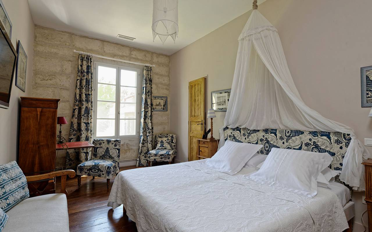 tipical white and blue room Provence
