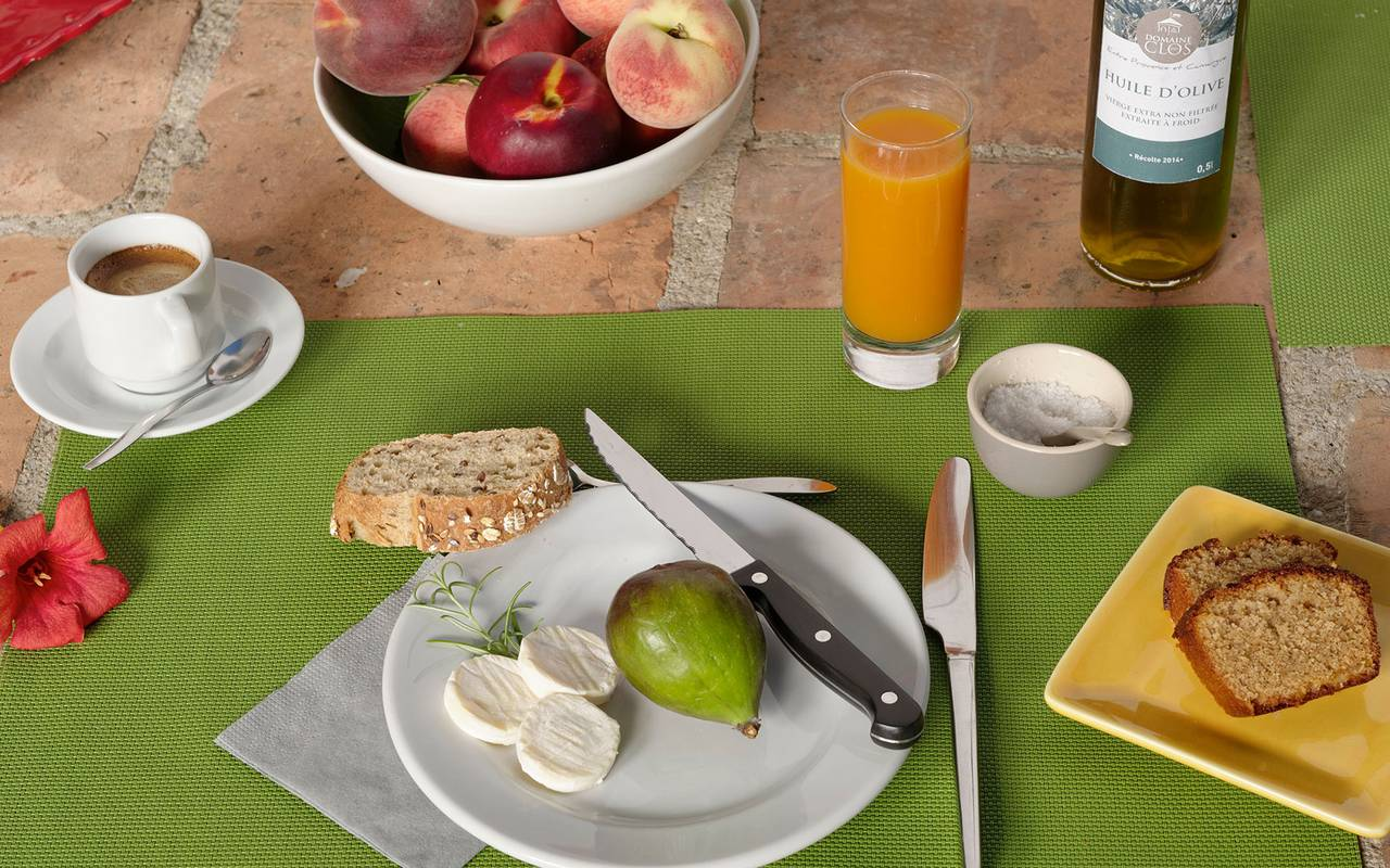 brunch with cheese, fig and orange juice